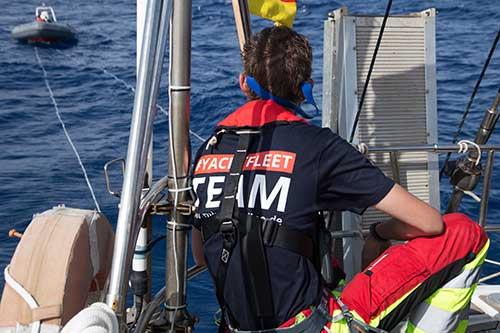 Teammitglied auf den Boot